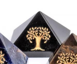 Bilde av Obsidian Sort Pyramide med